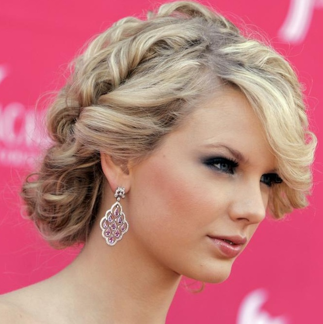 loose taylor swift up wedding hair