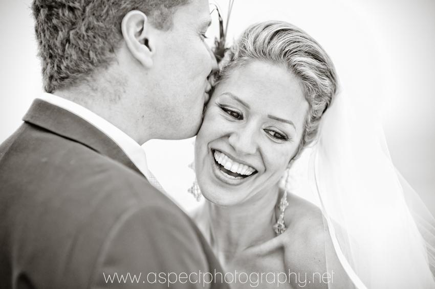 Good Bride couple kissing