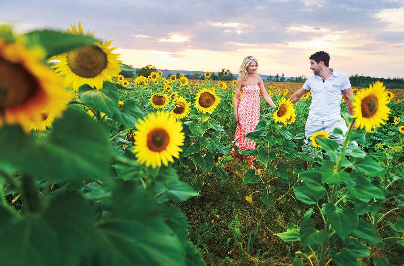 sunny-italian-engagement-shoot
