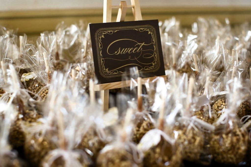 Edible Wedding Favors caramel apple