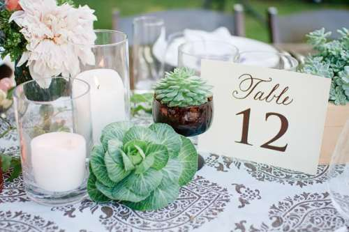 wedding flowering trends on a wedding table