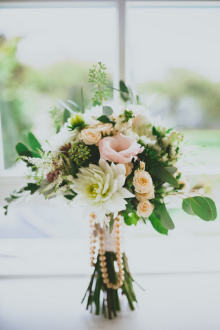 loose natural bride's bouquet