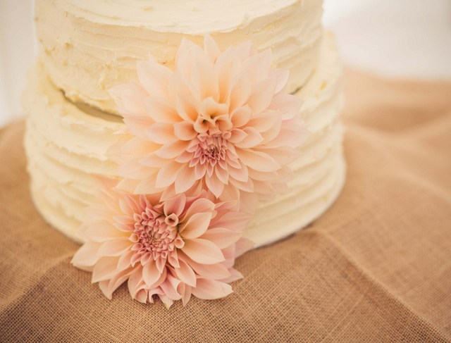 wedding cake real flowers