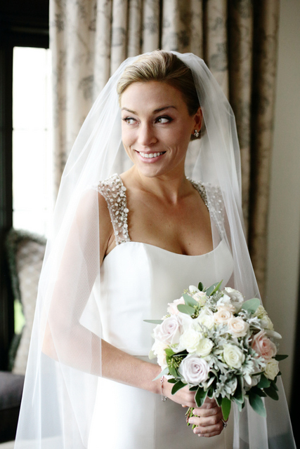 picture of bride with bouquet